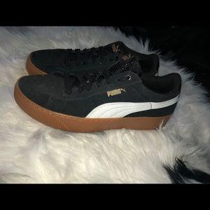 PUMA high platform sneakers 🖤
